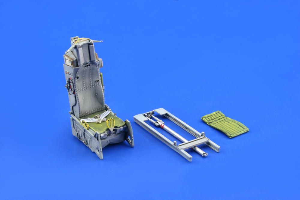 Eduard F-16 early seat (TAMIYA)
