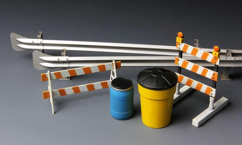 Meng Model Barricades & Highway Guardrail