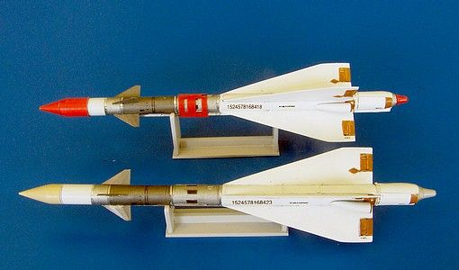 Plus Model Russian missile R-40R AA-6 Acrid
