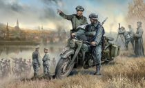 Zvezda German R-12 Heavy Motorcycle with rider and officer