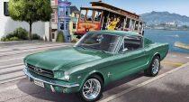 Revell Ford Mustang 2+2 Fastback 1965 makett