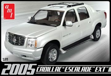 AMT 2005 Cadillac Escalade makett