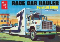 AMT Ford LN 8000 Race Car Hauler makett