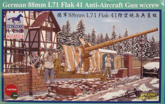 Bronco German 88mm Flak 41 Anti-Aircraft Gun with Crew makett