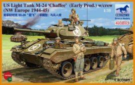 Bronco M24 Chaffee U.S. Light Tank (WWII Prod.) with Tank Crew Set
