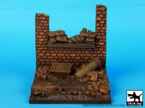 Black Dog Wall with sand bags base