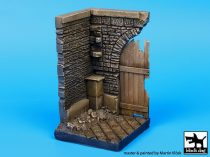 Black Dog Corner with wooden gate (50x50 mm)