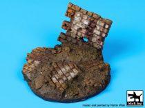 Black Dog Ruined wall base