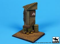 Black Dog House corner base