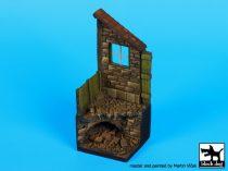 Black Dog Housewith drain base