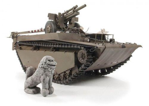 AFV Club LVT 4 Buffalo Carrying M2A1 105mm Howitz makett