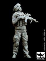 Black Dog US soldier patrol in Iraq