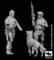 Black Dog US woman + soldier with dog