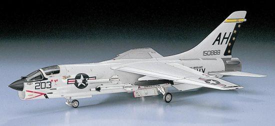 Hasegawa F-8E Crusader makett