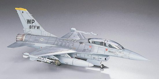 Hasegawa F-16B Plus Fighting Falcon makett