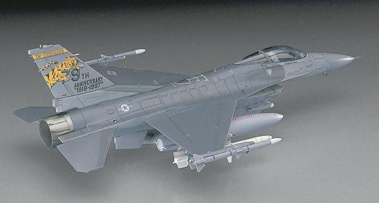 Hasegawa F-16CJ Block 50 Fighting Falcon makett