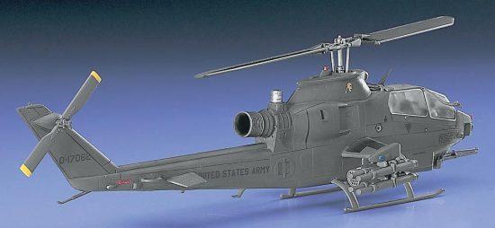Hasegawa AH-1S Cobra Chopper U.S. Army makett