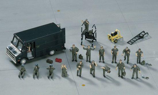 Hasegawa U.S. PILOT / GROUND CREW SET