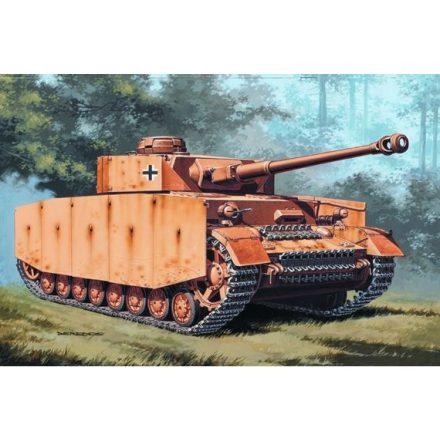 Italeri Panzer Kpfw. IV makett