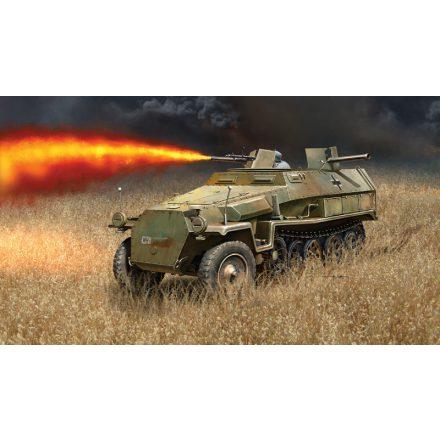 Italeri Sd. KFZ. 251/16 Flammpanzerwagen makett