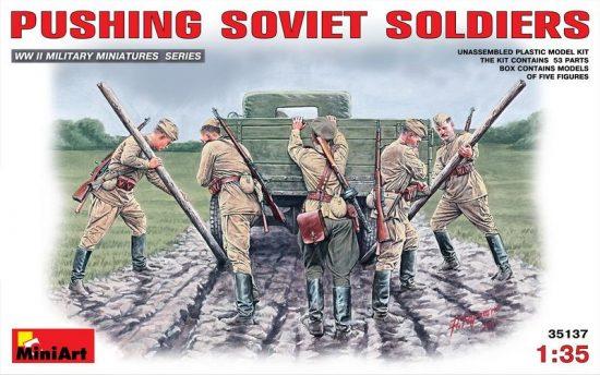 MiniArt Pushing Soviet Soldiers