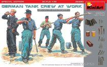MiniArt German Tank Crew at Work
