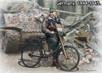 Masterbox Volkssturm. Tank Hunter