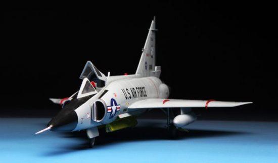 Meng Model F-102A (CASE X)