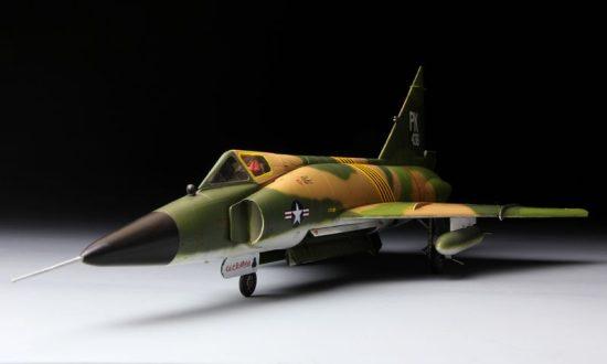 Meng Model F-102A (CASE XX) makett