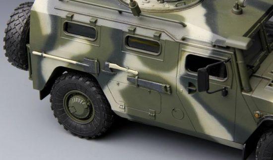 Meng Model Russian GAZ-233014 STS Tiger makett