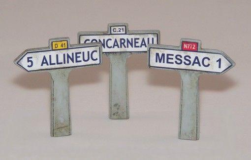Plus Model Fingerposts - France II