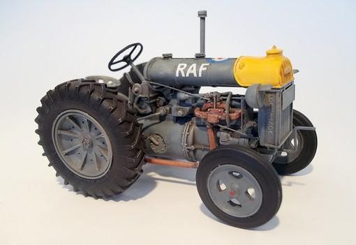 Plus Model Fordson N big makett