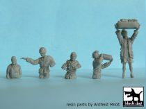 Black Dog US tank crew and civilian