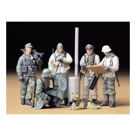Tamiya Geman Soldiers at Field Briefing