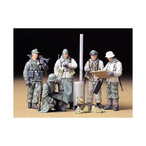 Tamiya Geman Soldiers at Field Briefing