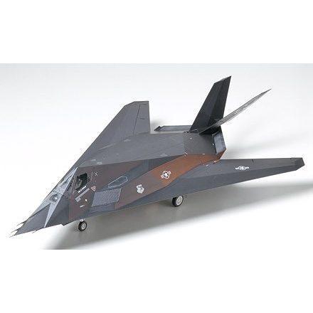 Tamiya Lockheed F-117A Nighthawk makett