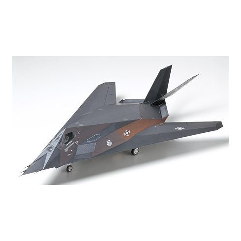 Tamiya Lockheed F-117A Nighthawk makett