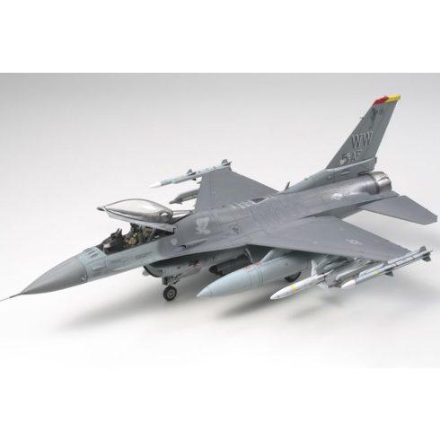 Tamiya Lockheed Martin F-16CJ - Fighting Falcon makett