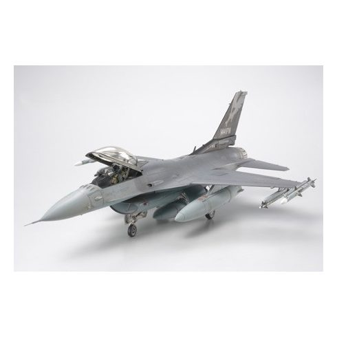 Tamiya Lockeed F-16C Fighting Falcon ANG makett
